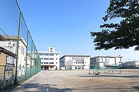 市立堀川中学校(約300m:徒歩4分)