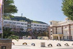 ・ 赤崎小学校 (約200m:徒歩3分)