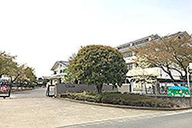 旭中学校 (約680m:徒歩9分)