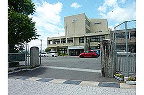 ・ 富田中学校 (約450m:徒歩6分)