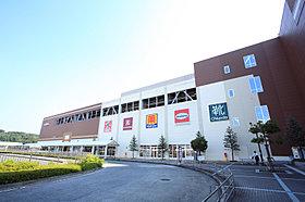 駅前にある大型商業施設アクロスモール八王子みなみ野。