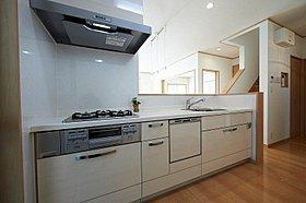 食洗機や床暖房を標準搭載したシステムキッチン