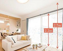 天井高2.7m。LED照明でさらに天井がスッキリ、広々。
