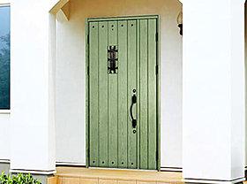 夏は涼しく冬は暖かい玄関ドアはデザイン・カラー豊富です。
