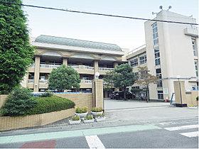 越ヶ谷小学校…徒歩4分(320m)
