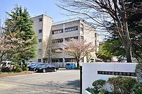 蓮田南中学校まで徒歩5分(350m)