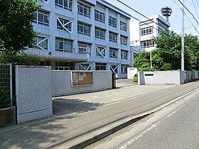 秋葉台中学校