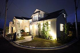 夜は落ち着いた雰囲気のモデルハウス。