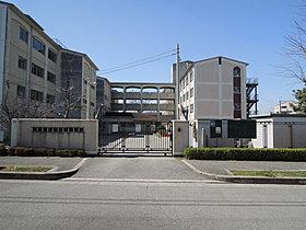 新田南小学校まで徒歩9分。
