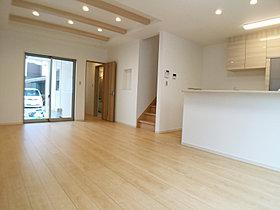 風通しの良いリビングルームは18帖の広々空間