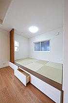 【モデルハウス例】飾り棚などもあるLDK。