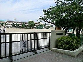 ◆第2中学校・・・徒歩8分(640m)