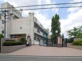 大谷口中学校…約1440m(徒歩約13分)