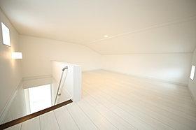 モデルハウス収納:当社人気の仕様。固定階段付の収納