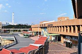「名谷」駅前には、大規模商業施設「須磨パティオ」も