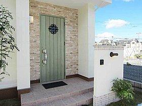 玄関ドアや室内の建具のお色なども楽しくお選びください。
