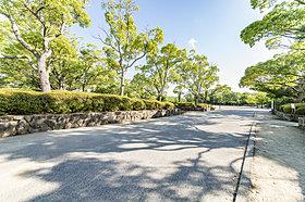 昆陽池公園まで車で8分(2.3km)。