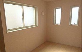 2面採光を確保した明るい室内!