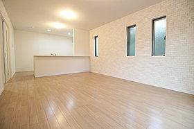 明るく開放感のあるリビングには床暖房を標準装備!