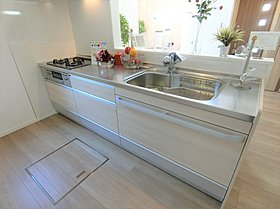 床下収納&パントリーあり。普段使わない食器類や食料の貯蔵
