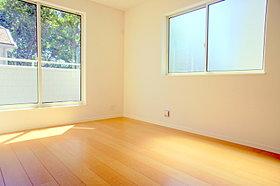 2面採光で風通しの良いお部屋です。
