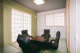 【全邸共通和室6帖】 くつろぎの堀ごたつにリクライニング椅子