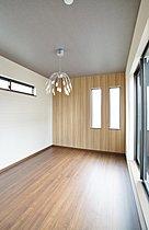 施工例:お好みの壁紙でお部屋を彩ることができます。