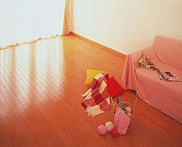 リビングには床暖房つき。寒い冬でも足元から暖めます。