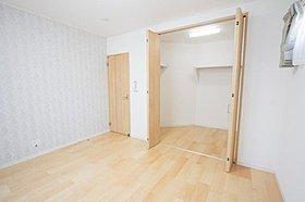 各居室にゆったりとした収納スペースを設けました