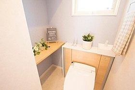 トイレにも収納スペースなどこだわりたっぷり。