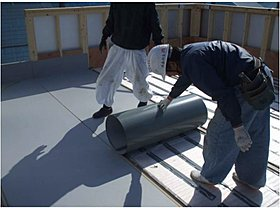 「金属防水」は金属板を連結して金属屋根のような状態を作る方法