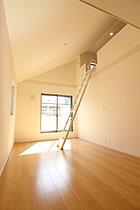 ロフト:天井高もありお部屋を開放的になります