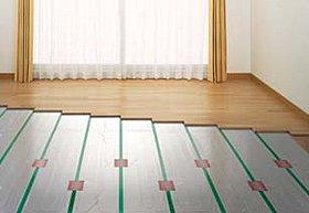 自然な暖かさのガス温水式床暖房