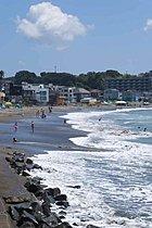 相模湾沿いにはマリーナや漁港、お洒落なレストランが点在。