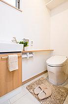 手洗い付のトイレ(現地モデルハウス)
