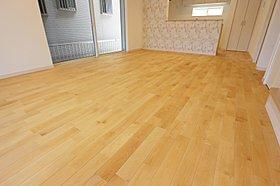 無垢フローリング 床のコーティングも自然な塗料で安心。