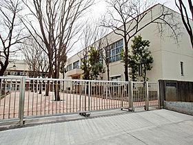 板橋区立第三中学校・・・約400m(徒歩5分)