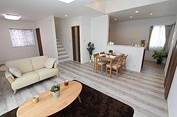 白い壁と木目のコントラストのお家 ワウハウス 飾磨区阿成植木2号