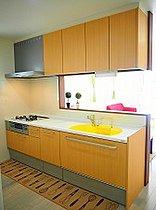 シンクが黄色の可愛いキッチンです