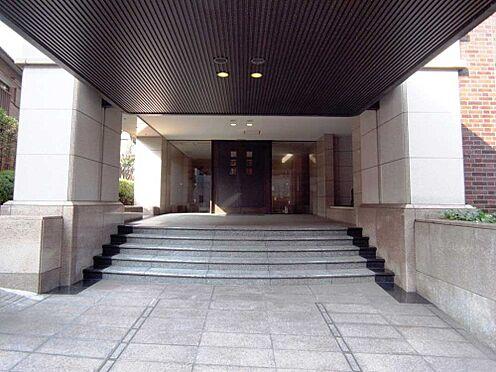 マンション(建物一部)-新宿区市谷左内町 重厚感と高級感に溢れるエントランスもこのマンションの価値となっております。