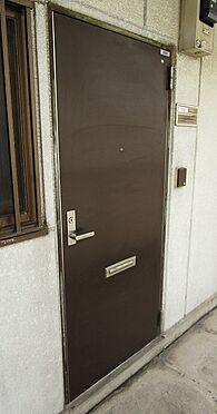 マンション(建物全部)-葛飾区東四つ木4丁目 ベーシックで落ち着いた色合いの玄関ドア。