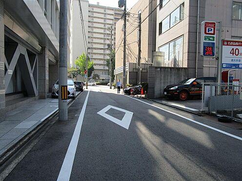 マンション(建物全部)-名古屋市東区代官町 大通りに通じる前面道路車でのアクセス
