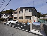 1LDK×6戸、新築アパートです。駐車場スペース6台分あります。