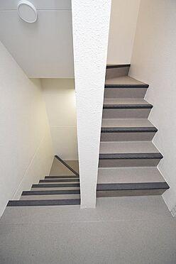 マンション(建物全部)-練馬区富士見台2丁目 雨の日も安心の屋内共用階段。