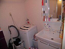 洗面はシャワーヘッドが付いています。
