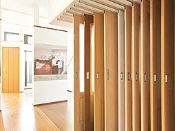 室内ドアや床材など様々な建具を展示したコーナーです。