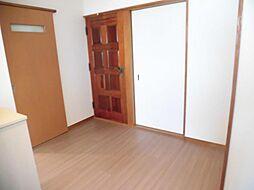リフォーム済み。1階廊下です。天井、壁のクロスを張り替え、床はクッションフロアーに張り替えました。
