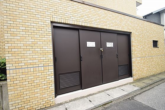 マンション(建物全部)-松戸市新松戸北1丁目 便利な入居者専用の屋内ゴミ置場。