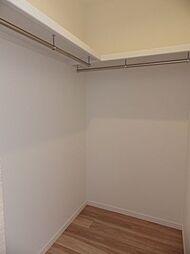 3階洋室3収納。大容量のウォークインクローゼットは、衣類等の収納も楽に整理できます。