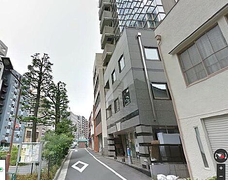 ビル(建物全部)-新宿区富久町 下層階と道路の様子